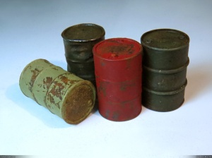 1/35 oil drums with rust effect and paint chipping.