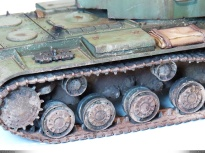 KV-2, tracks closeup