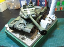 Test fitting the JS-2. The miniatures are to be repainted (I don't like the green of their uniforms)